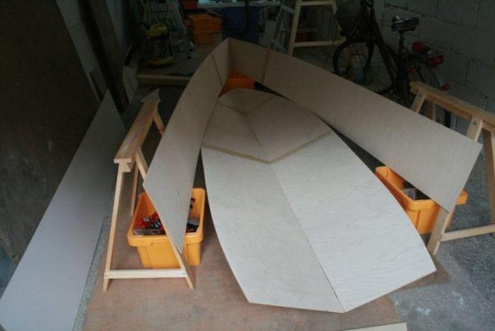 Перед тем как сделать лодку из фанеры, обязательно проверяем точность подгонки деталей