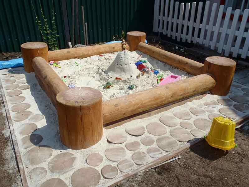 Песочница из дерева
