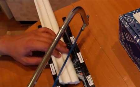 Пластиковое недорогое приспособление для торцовки багет