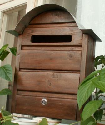 Почтовый ящик из дерева, обработанный влагозащитной пропиткой