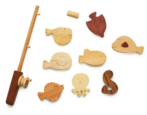 При наличии фантазии из простых деревянных заготовок можно сделать увлекательную игру