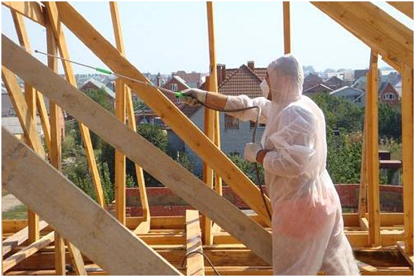 При работе с распылителем или на ветру необходимо использовать индивидуальные средства защиты, чтобы не получить отравление