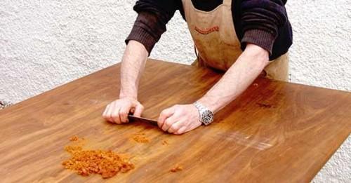 При реставрации мебели применим только ручной метод