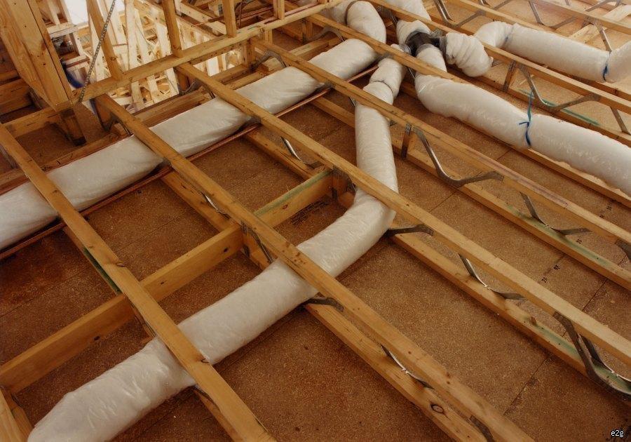 Пример использования деревянных ферм с закладкой инженерных коммуникаций