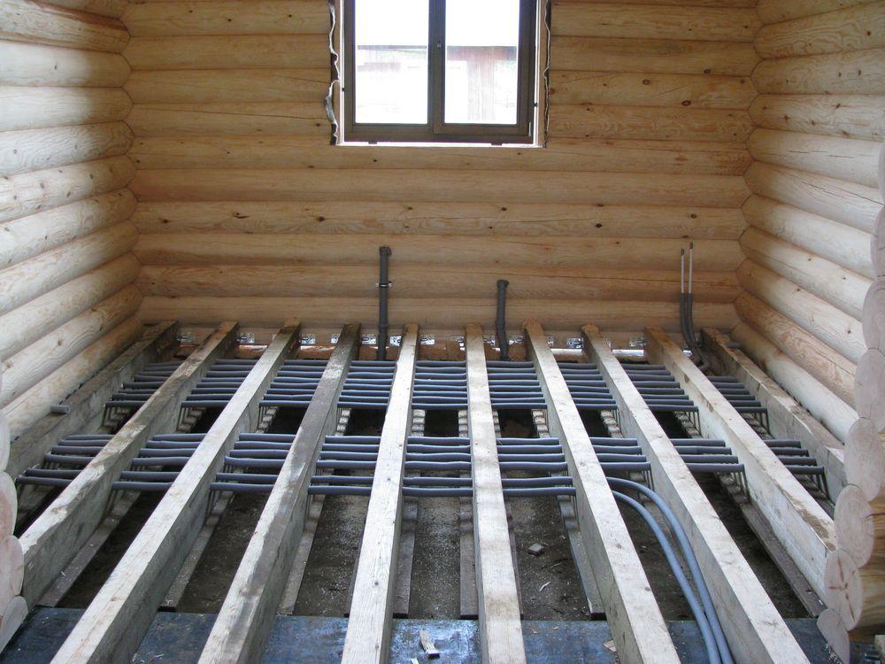 Пример прокладки коммуникаций под поверхностью деревянного пола