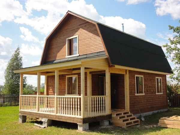 Пример простенького, но симпатичного дачного домика.