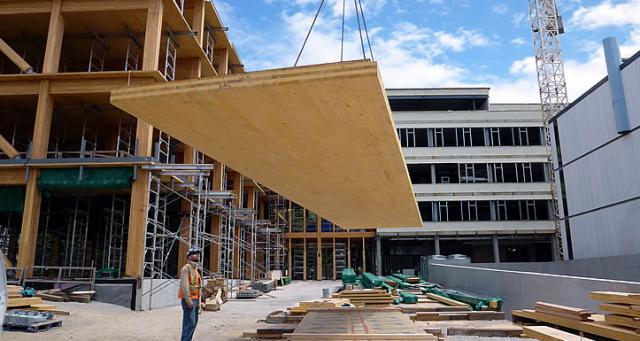 Проекты деревянных домов из клееного бруса позволяют использовать панельные перекрытия.