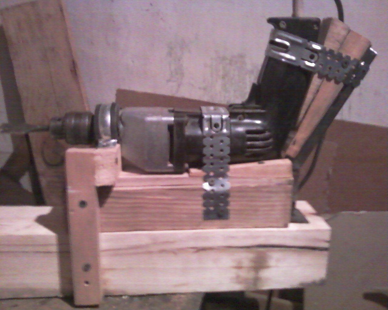 Простейший сверлильный станок, сделанный своими руками