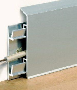 Провода должны быть хорошо заизолированы, сами понимаете, контакт оголенных участком коммуникаций с металлом нежелателен