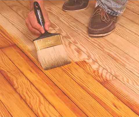 Прозрачный лак сохраняет и подчеркивает природную текстуру деревянных поверхностей.