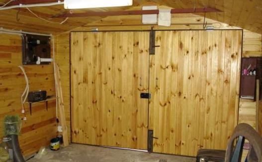 Распашные деревянные ворота для гаража своими руками