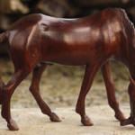 Расписные лошади из дерева