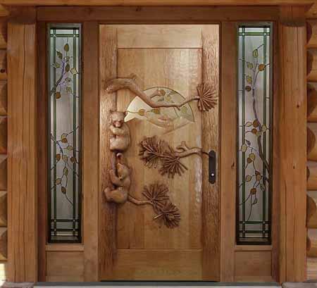 Резные двери из дерева могут быть настоящим произведением искусства