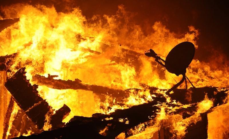Результат неосторожного обращения с огнём в деревянном доме