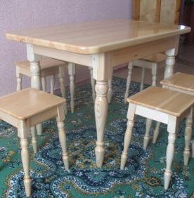 Самодельная деревянная мебель для семейного застолья