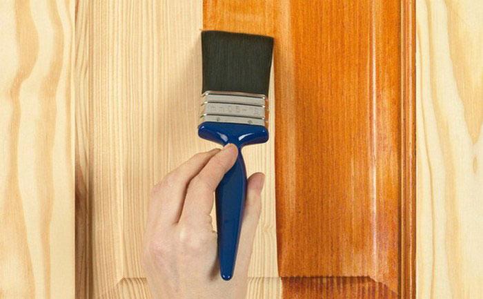 Самый недорогой и распространенный способ защиты древесины от огня — пропитать ее огнезащитным составом