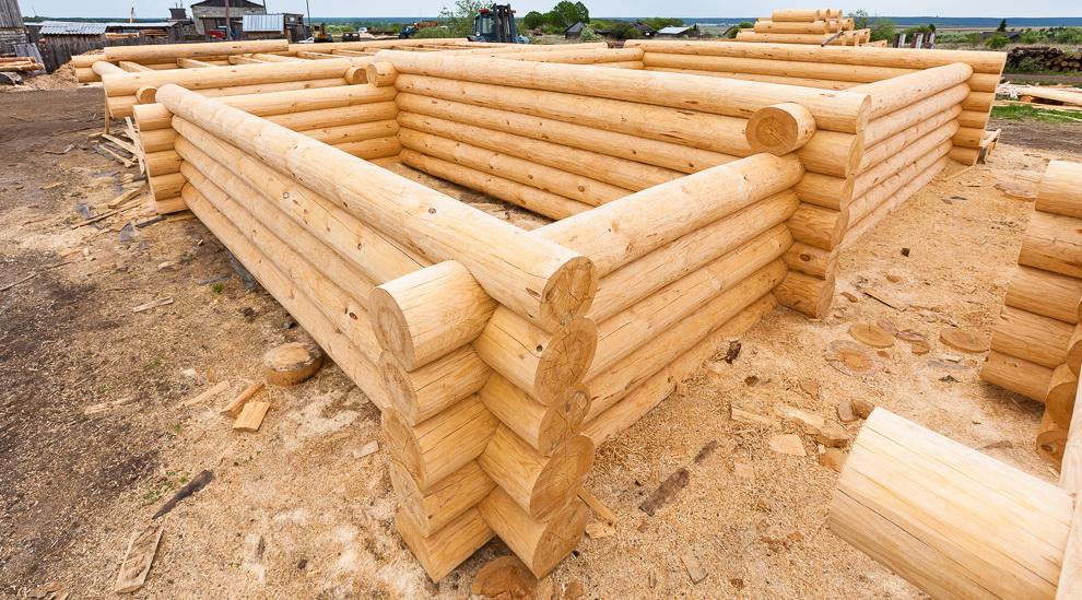 Строительство сруба из бревна