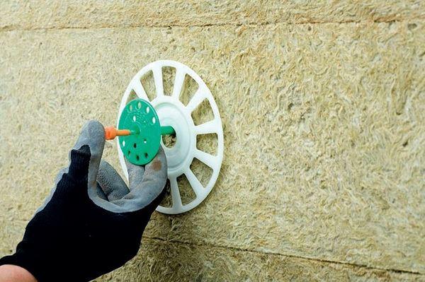 Специальный крепеж для фиксации теплоизолирующих материалов