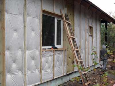 Стена утеплена и закрыта ветробарьером