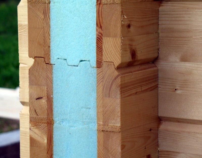 Стены из утепленного бруса не только очень теплые, но и не дают усадки