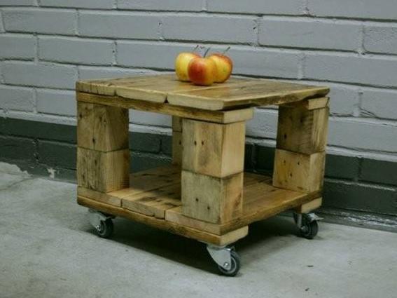 Столик на колёсиках
