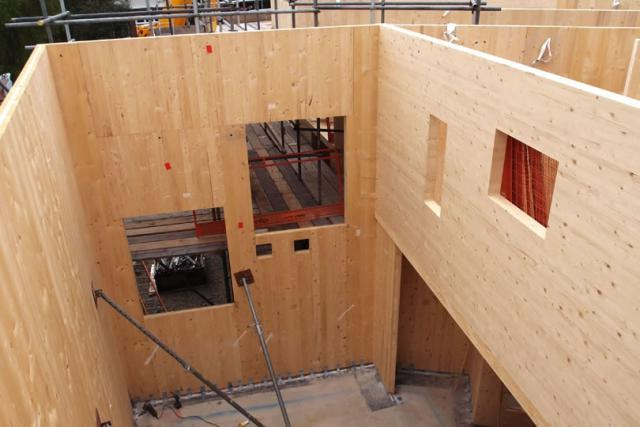 Строительство дома из клееных панелей.