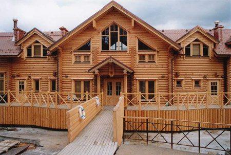 Строительство дома своими руками из дерева – настоящее искусство.