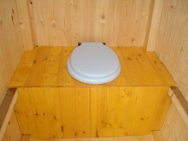 Стульчак дачного туалета