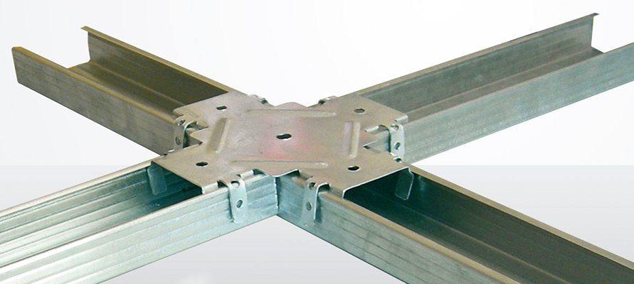 Стыковка профилей в одной плоскости при помощи крабового соединителя.
