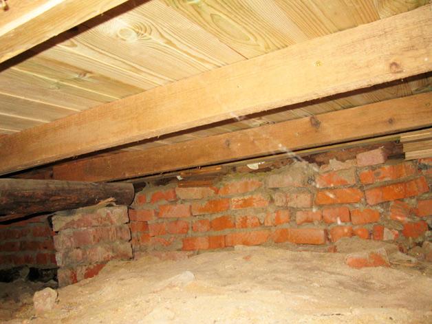 Сухое подполье – гарантия долголетия здания из дерева