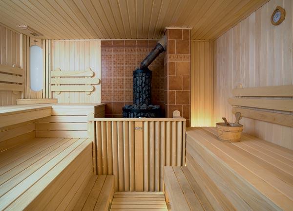 Сухой микроклимат сауны хорошо подходит для деревянных конструкций.