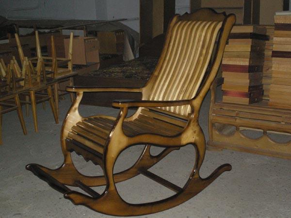 Существуют самые разные чертежи кресла из дерева своими руками.