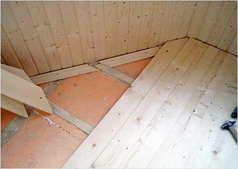 Технология утепления пола в деревянном доме позволяет использовать пенополистирол.