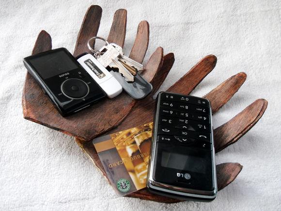 Телефонные подставки из фанеры.