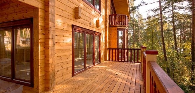 Терраса в деревянном доме.