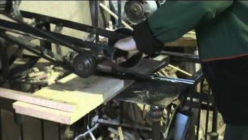 Торцовочный станок по дереву своими руками можно изготовить из самых доступных материалов