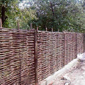 Традиционная ограда – плетень.