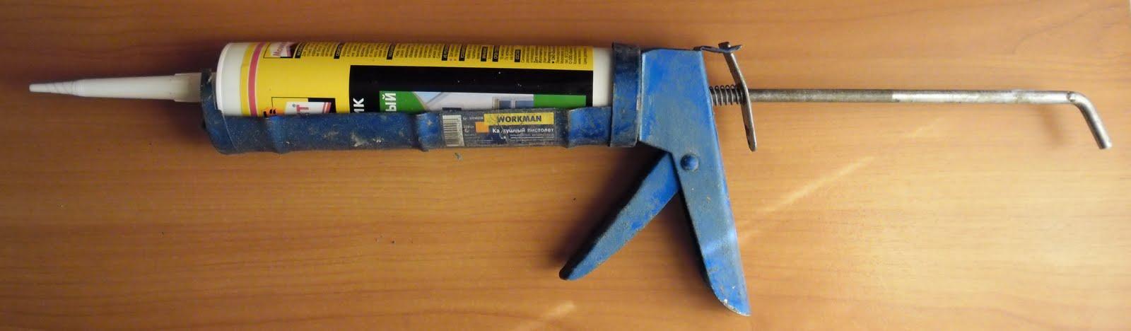 Туба с герметиком в монтажном пистолете