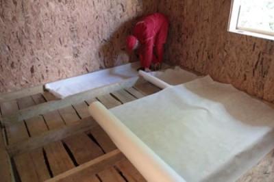 Укладка пароизоляции на пол в деревянном доме собственными силами