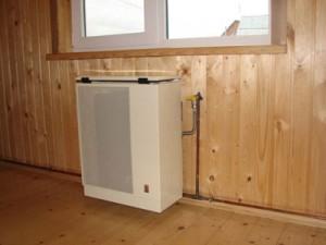 Установка газового конвектора в деревянном домепод окном