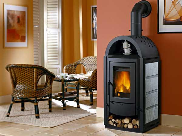 Уютная и компактная печка в доме