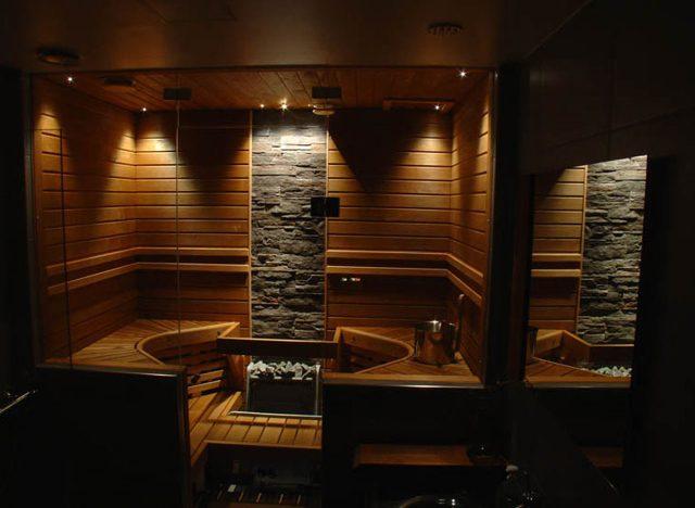В интерьере можно использовать разные сорта деревянной отделки.