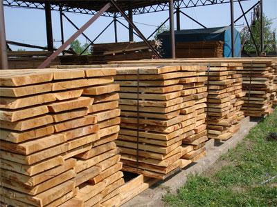 В работу берем только сухую и целую древесину