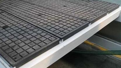 Вакуумный стол имеет смысл использовать при больших размерах заготовок