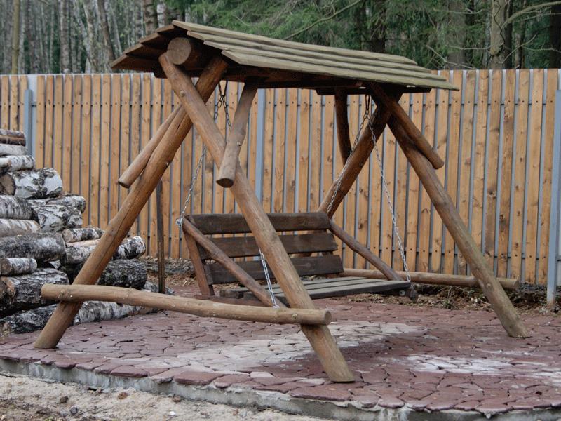 Качели из бревен для дачи