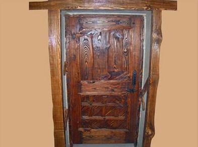Входная дверь из массива.