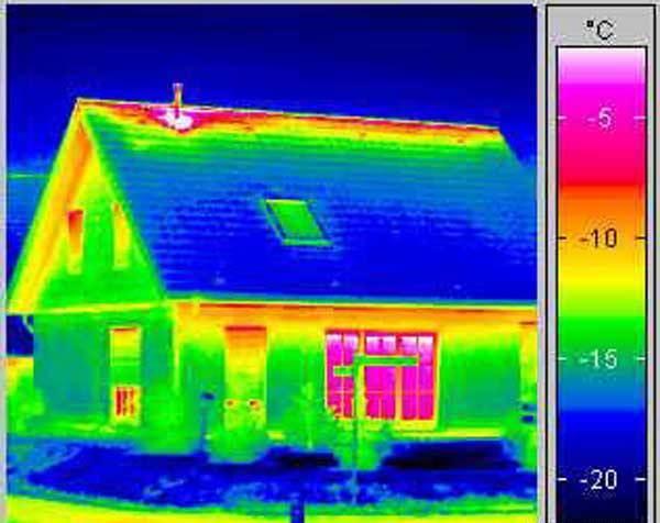 Вид брусового дома через тепловизор