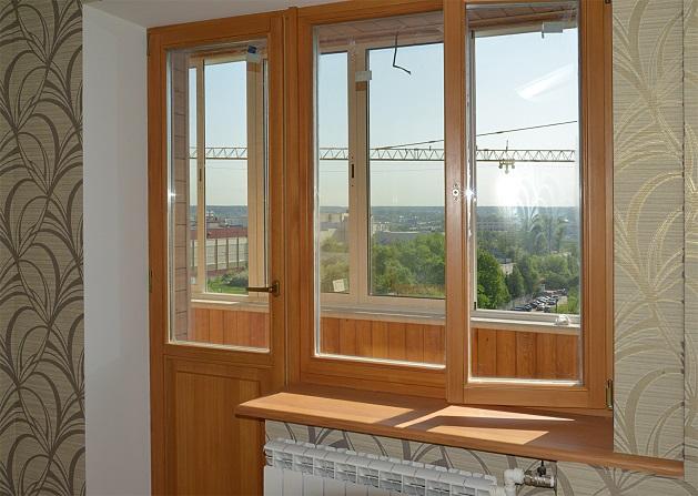 Вместе с вагонкой рекомендуется использовать деревянные балконные двери.