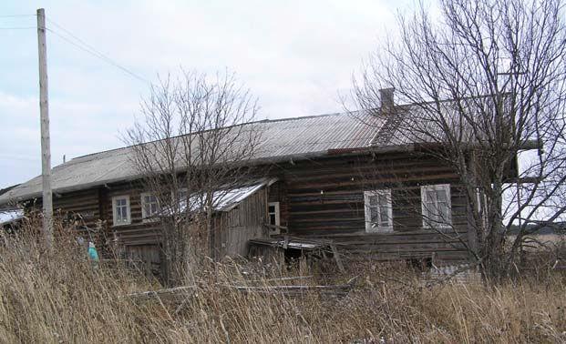 Вполне непривлекательный дом, посеревший от времени