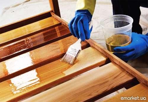 Вскрытие деревянного каркаса лаком